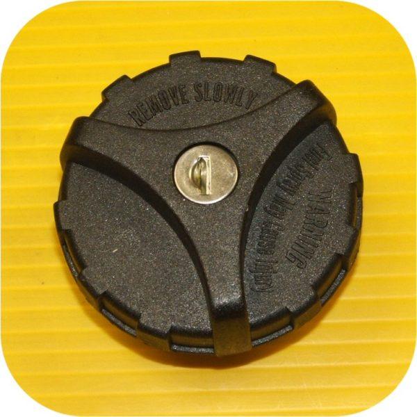 Locking Gas Cap 99 Solara-9351